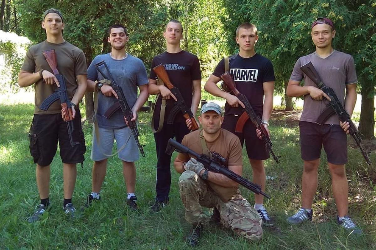 Иван Баткин (3-й слева) летом 2018 года на полигоне АТЕК в Киеве