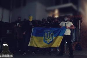 """""""Акционблок"""", полк """"Азов"""". Слева у флага Иван Баткин"""